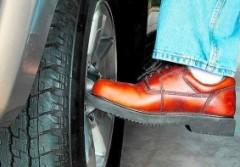 0408_kick the tyre